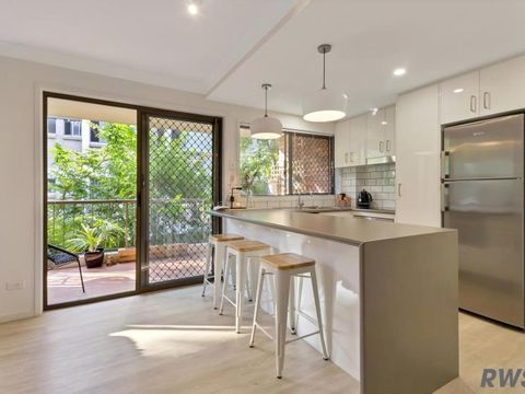 Southport, 4/60 Bauer Street