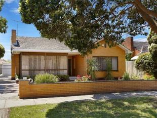THE CHOICE IS YOURS HOW YOU USE THIS RESIDENCE! - Bentleigh East