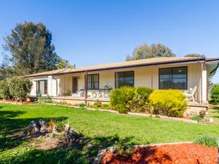 Spacious 4 Bedroom Home on 6 acres! - Wattamondara