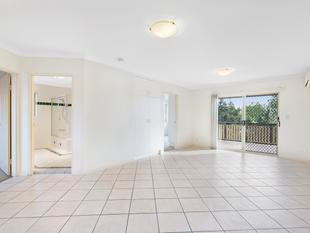 Spacious, Convenient, Top Floor Unit - Annerley