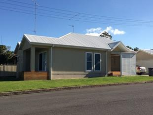 RENOVATED 3 BEDROOM HOME IN THE VILLAGE!! - Shellharbour