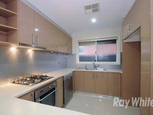 STYLISHLY APPOINTED 3 BEDROOM UNIT WITH AN ARRAY OF EXTRAS! - Wheelers Hill