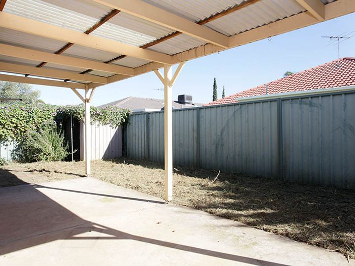 2 Dylan Close, Munno Para West, SA