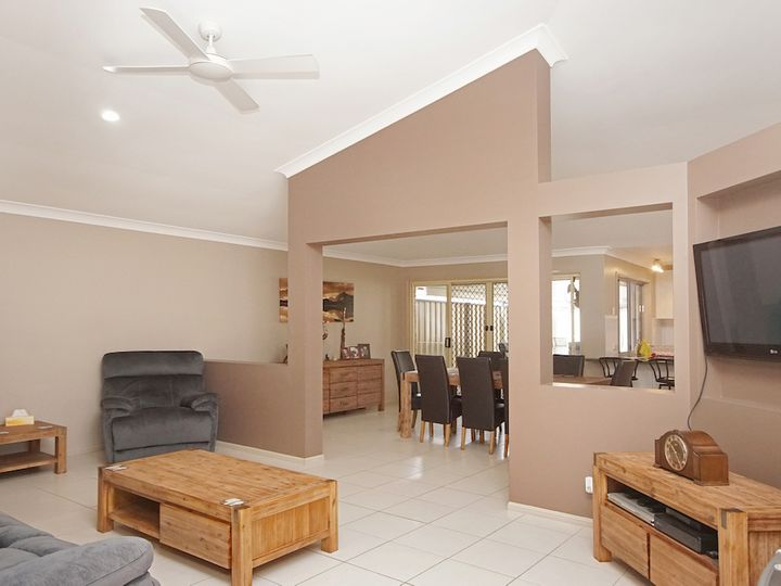 27 Carolina Parade, Forest Lake, QLD