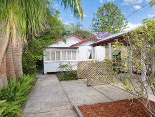 Wonderful two bedroom home with Study! - Toowong
