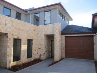 MODERN 4 BEDROOM TOWNHOUSE IN A COURT LOCATION - Chadstone