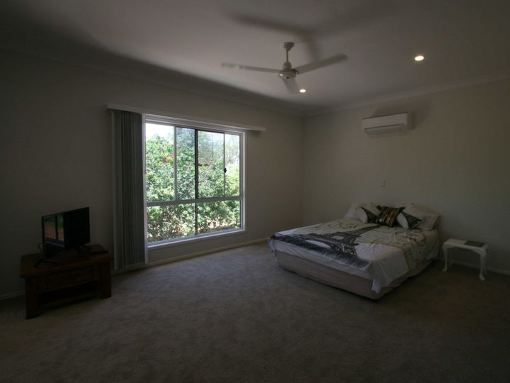 2 Little Curlew Court, Longreach, QLD