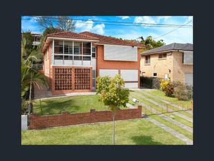 Family Home with Two Living Areas! - Gordon Park