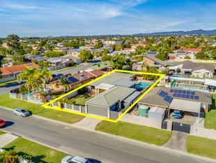 HUGE FAMILY ENTERTAINER IN THE HEART OF BENOWA - Benowa Waters