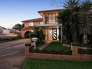 FAMILY HOME AND DUAL LIVING IN WELLINGTON POINT VILLAGE PRECINCT - Wellington Point