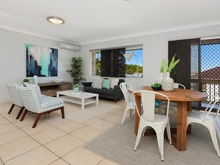 EXTENSIVE VIEWS - ELEVATED POSITION - Clayfield