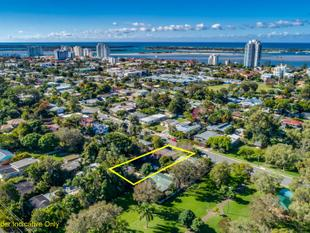 MASSIVE BLOCK PERFECT FOR THE LARGE FAMILY - 3 BEDROOM HOME WITH 1 BEDROOM GRANNY FLAT - Labrador