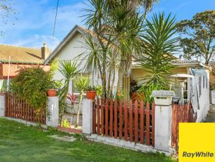 GREAT POTENTIAL - PRESTIGIOUS LOCATION & R4 ZONING!! - Punchbowl