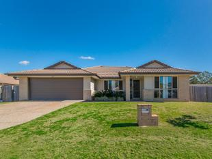 GORGEOUS SPACIOUS FAMILY HOME IN THE OUTLOOK ESTATE - Bellbird Park