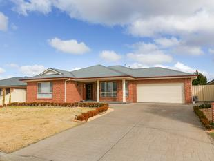 Large Family Home In Collina - Griffith