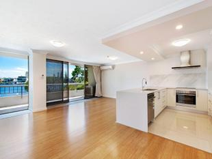 Impressive Renovation Spectacular Main River View - Surfers Paradise