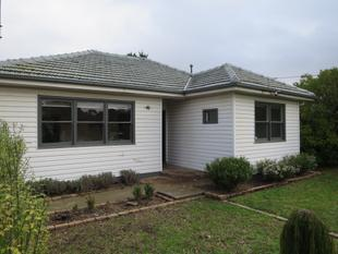 RENOVATED RESIDENCE AND READY TO MOVE INTO - Clayton