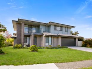 FREESTANDING DUPLEX IN THE HEART OF BENOWA WATERS - Benowa Waters