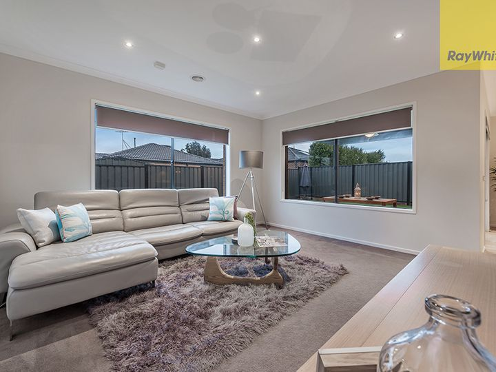 32 Viewside Crescent, Craigieburn, VIC