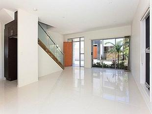 Immaculate Contemporary Townhouse!-2 weeks free rent!!!! - Morningside