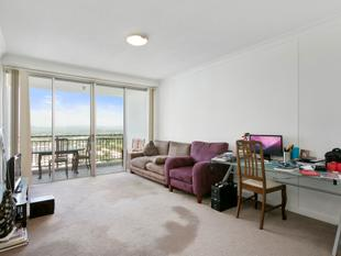 Must Be Sold - 29th Floor Apartment Outstanding Bargain! - Southport