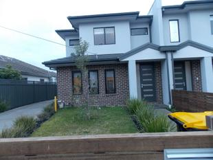 MODERN TWO STOREY TOWNHOUSE - Clayton South