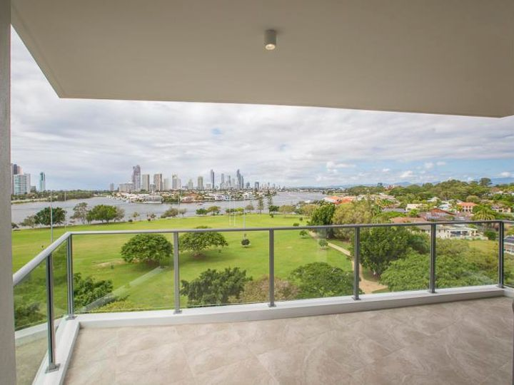 702/30 Brighton Parade, Southport, QLD
