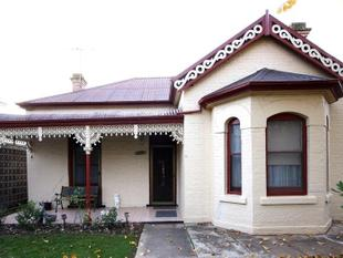 Federation style home overlooking Albert Park - Cootamundra