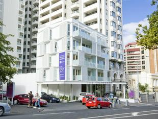 Large Quadrant One Bedroom Apartment - Auckland Central