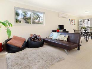 2 STORY UNIT - PRIVATE COURTYARD - WALK TO PUBLIC TRANSPORT - Ascot