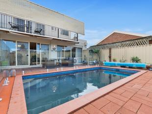 4 Bedroom, 3 Bathroom Large family Home  on the South Side - Werribee