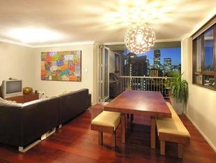 MODERN 3 BEDROOM WITH STUNNING VIEWS - Kangaroo Point