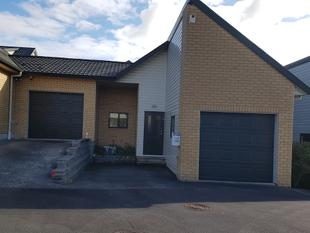 2 Bedrooms, Te Atatu South - Te Atatu South