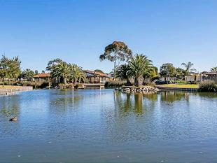 LAKEFRONT LIVING - West Lakes