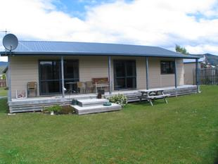 3 Bedroom House - Manapouri
