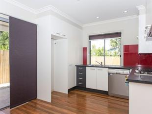 Townhouse with a Generous Yard! - Zillmere