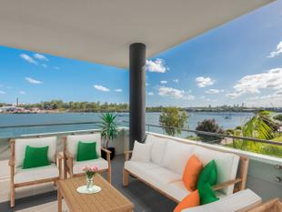 Opulence and Lifestyle on the River's Edge! - Hamilton