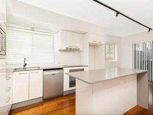 Modern townhouse with top finishes - Bulimba