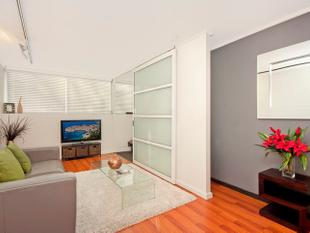 Sunny One Bedroom Apartment in Surry Hills - Surry Hills