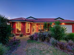 Spacious and Stunning House in the heart of Point Cook!         Call Nav on 0421 486 787 - Point Cook