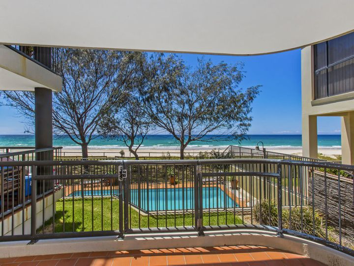 3/2 Twenty Third Avenue, Palm Beach, QLD