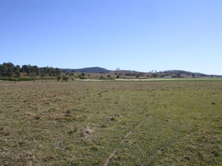 107 Round Mountain Road, Laravale, QLD