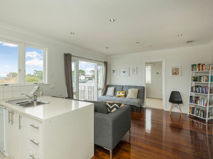 234 East Coast Road, Forrest Hill, North Shore City