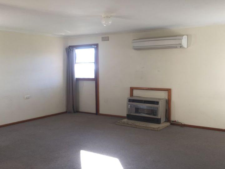 1 Weeroona Place, Cowra, NSW
