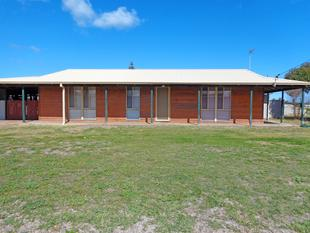 3 x 1 house on a large corner block - Jurien Bay