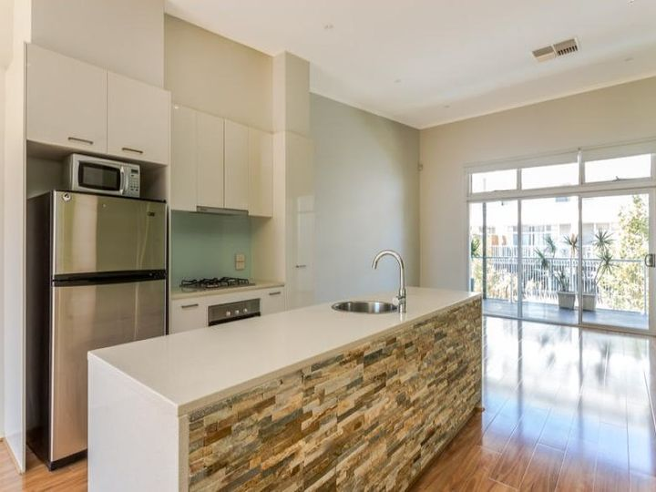 7 Kudlyo Close, New Port, SA