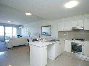 MODERN, SPACIOUS AND LOADED WITH ALL THE BELLS AND WHISTLES! - Merrylands