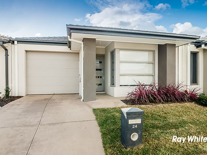 24 Kilmarnock Way, Clyde North, VIC