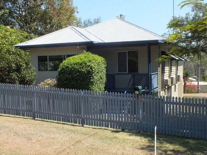 27 Elizabeth Street, Esk, QLD