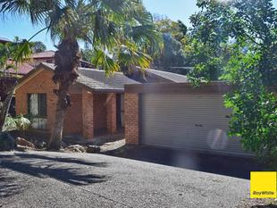 ***  APPLICATION APPROVED ***      SPACIOUS 4 BED. 2 LIVING AREAS. 2 BATH. DBL GARAGE WITH AIR CON - Mount Ommaney